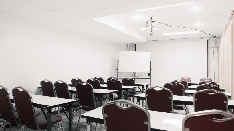 Conference Room  *ราคาดังกล่าวเป็นราคา จันทร์-ศุกร์, 9:00-17:00 เท่านั้น