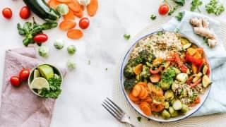 खाने में फल-सब्ज़ियां अधिक खाएं महिलाएं, ब्रेस्ट कैंसर का ख़तरा हो सकता है कम