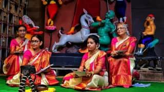 Durga Puja 2021: कोलकाता में नारी शक्ति की नई मिसाल, 4 महिला पुजारियों ने पहली बार की दुर्गा पूजा