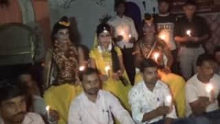Ramlila: मुरादाबाद में बिजली विभाग के खिलाफ धरने पर बैठे 'राम, सीता और लक्ष्मण'