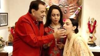 Hema Malini ने घर पर सादगी से मनाया बर्थडे, धर्मेंद्र और बेटी ईशा के साथ तस्वीरें हुईं वायरल