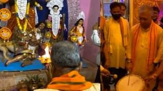 Dilip Ghosh : পুজোয় মেদিনীপুরে দিলীপ ঘোষ, মণ্ডপে বাজালেন ঢাক