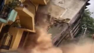 Watch: গুঁড়িয়ে গেল তিনতলা বাড়ি, ক্যামেরায় ধরা পড়ল হাড়হিম করা ভিডিও