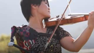 Playing violin with one hand