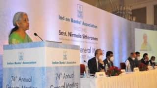 देश को SBI जैसे 4 से 5 बड़े बैंकों की जरूरत, बैंकिंग सेक्टर में अब भी बहुत काम: निर्मला सीतारमण