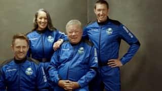 Jeff Bezos के Blue Origin की दूसरी सफल उड़ान, 90 साल के शख्स को कराई अंतरिक्ष की सैर