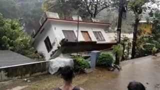 Kerala Flood: पलभर में तिनके की तरह बह गया घर, देखिए भयानक मंज़र
