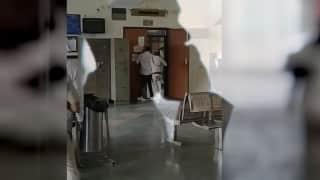 Delhi Court Shootout: तिहाड़ जेल के अंदर से गैंगस्टर ने हत्याकांड को Live मॉनिटर किया