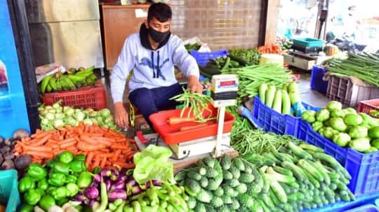 Vegetables Price Hike: देश में आसमान छू रहे सब्जियों के दाम, जानिए इस महंगाई की क्या है बड़ी वजह?