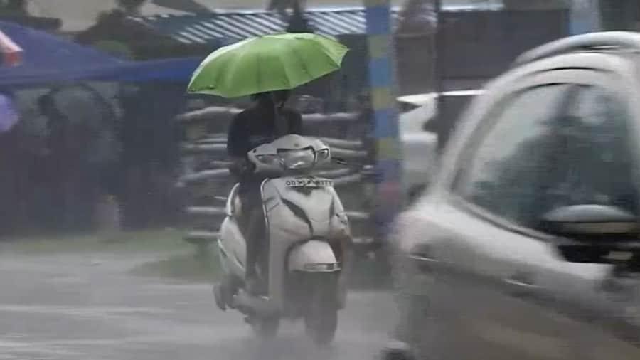 Lakkhi Pujo: লক্ষ্মী পুজোয় কি বৃষ্টি হতে পারে? কী বলছে হাওয়া অফিস?