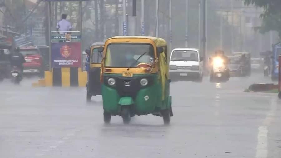 Bengal weather update:  দশমীর পর একাদশীতেও বঙ্গে বৃষ্টির সম্ভবনা