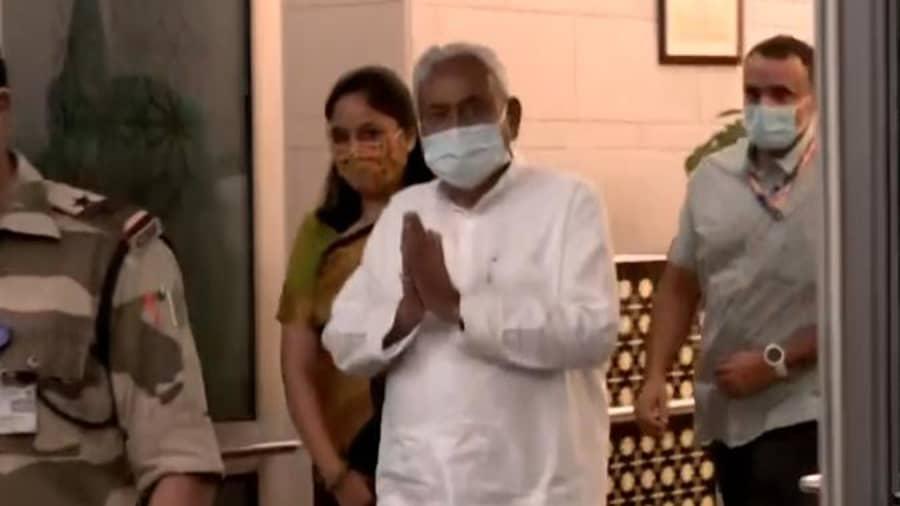 Nitish dials J&K L-G, expresses concern over recent killings of Biharis