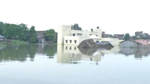 Bihar Flood: एक बार फिर मूसलाधार बारिश बनी मुसीबत, उत्तर बिहार के कई नदियों का जलस्तर बढ़ा