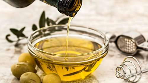 Oil out! Learn this viral hack to remove extra oil from your food