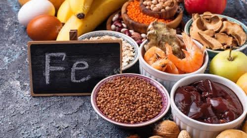 हर समय थका हुआ महसूस करते हैं तो हो सकती है आयरन की कमी, खाएं ये फ़ूड आइटम्स