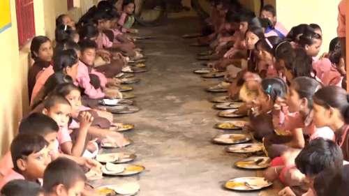 Mid-day meal: অতিমারীর প্রভাবে কোপ মিড-ডে মিলেও, চিন্তিত শিক্ষকরা