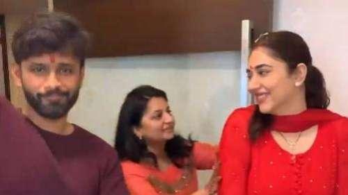 Video: रीति रिवाज के साथ हुआ दिशा परमार का गृह प्रवेश