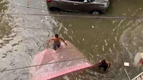 Kolkata Contrast In Rain:  কলকাতা যেন ভেনিস, বড়দের ভোগান্তি আর ছোটদের উচ্ছ্বাস, দুই নিয়েই বৃষ্টিযাপন