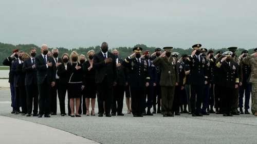 USA पहुंचा काबुल ब्लास्ट में शहीद सैनिकों का शव, खुद रिसीव करने पहुंचे जो बाइडेन