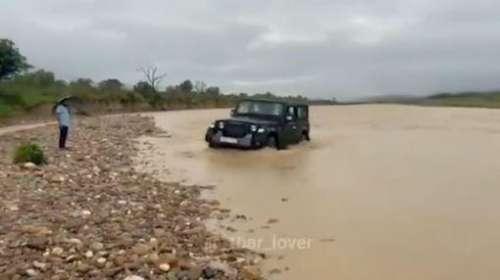 नदी के तेज धार पानी को चीरती हुए निकल गई Mahindra Thar, आनंद महिन्द्रा ने शेयर किया दमदार Video