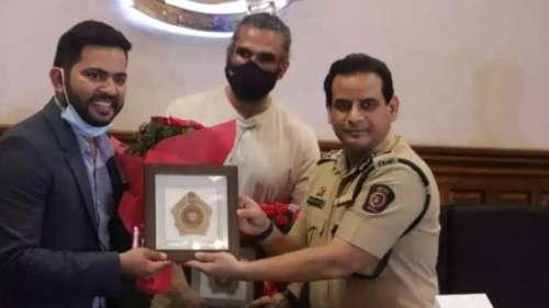 मुंबई पुलिस की मदद को आगे आए Suniel Shetty, बांटे 800 एयर प्यूरीफायर