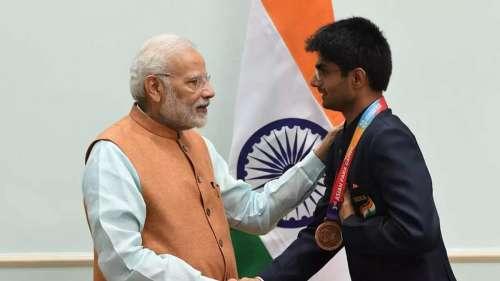 PM Modi को मिले उपहारों की लगी बोली, नोएडा के DM सुहास एलवाई के रैकेट के लिए ₹10 करोड़ तक की बिड