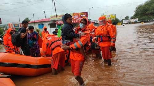 Maharashtra: महाड में चट्टान खिसकने से कम से कम 36 की मौत, मलबे में अभी भी 40 से अधिक लोग