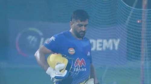IPL 2021: अपने पुराने रंग में नजर आए महेंद्र सिंह धोनी, चिर परिचित अंदाज में जमकर लगाए छक्के