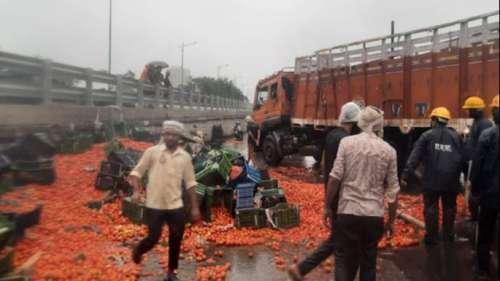 Mumbai: जब खचाखच टमाटरों से भर गया ईस्टर्न एक्सप्रेस हाइवे, ठाणे में लगा लंबा जाम