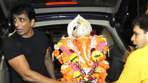 Ganpati Visarjan: सोनू सूद समेत कई सेलेब्स ने धूमधाम से दी बप्पा को विदाई