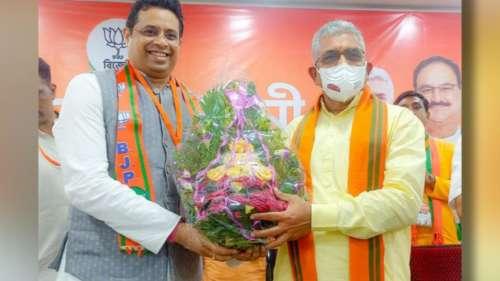 Saumitra Khan'দিলীপ,শুভেন্দুর বিরুদ্ধে ক্ষোভ উগরে ভুল করেছি,' ক্ষমা চাইলেন বিজেপি নেতা সৌমিত্র খাঁ