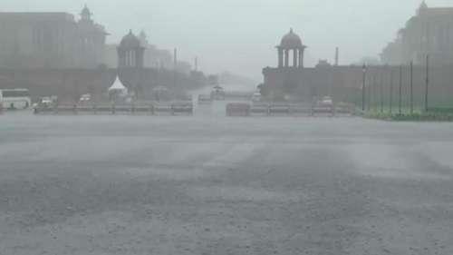 Delhi Rain: राजधानी में जम कर बरस रहे हैं बादल, जुलाई में बारिश का 18 साल का रिकॉर्ड टूटा