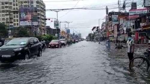 Waterlogged South Bengal : টানা বৃষ্টিতে জলমগ্ন কলকাতা, বন্যার আশঙ্কা জেলায়