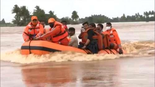Maharashtra Flood: कई जगह बारिश तो रुकी लेकिन बाढ़ के हालात जस के तस, अब तक 1 लाख लोगों को निकाला गया
