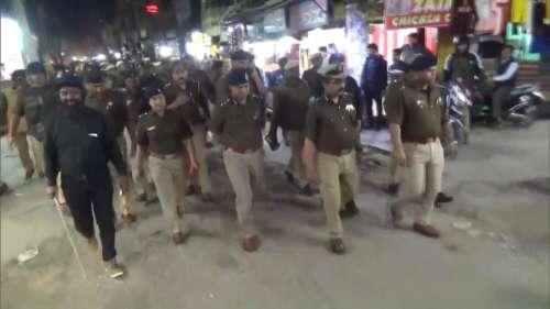 दिल्ली हिंसा के बाद पश्चिम UP में हाई अलर्ट, मेरठ जोन में फ्लैग मार्च
