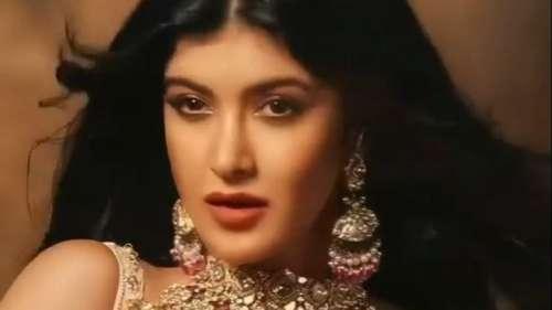 Shanaya Kapoor Photoshoot: शनाया ने एथनिक ड्रेस में बिखेरे जलवे