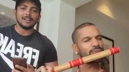 VIRAL: धवन-शॉ की तुकबंदी, एक ने बजाई बांसुरी तो दूसरे ने छेड़ा राग
