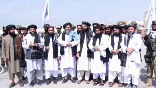 US सैनिकों की वापसी पर तालिबानियों ने मनाया जीत का जश्न, हवा में की फायरिंग