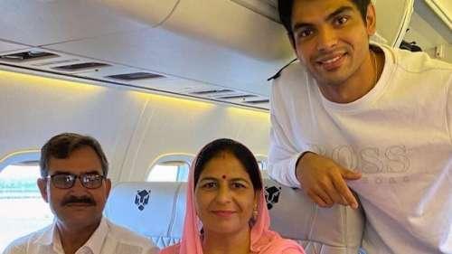Neeraj Chopra: पहली बार फ्लाइट में बैठे नीरज चोपड़ा के माता-पिता, बोले- सपना पूरा हो गया