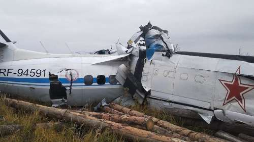 16 dead after plane crashes in Russia, 7 rescued from wreckage