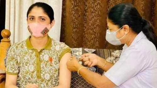 Controversy after Gujarati singer Geeta Rabari gets Covid jab at home