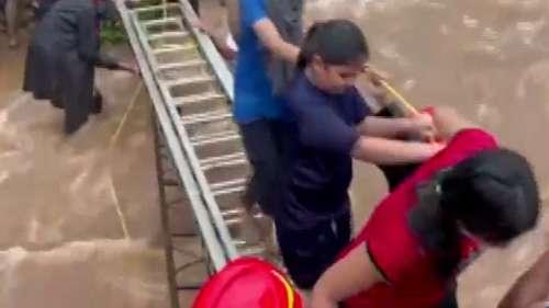 Rain in Mumbai: खारघर पहाड़ियों पर आफत में फंसी जान...सीढ़ी लगाकर बचाए गए 120 लोग