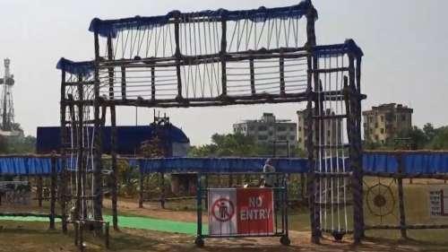 पं बंगाल: बीरभूम में दुर्गा पूजा पंडाल के बाहर लगा 'No Entry' का बोर्ड