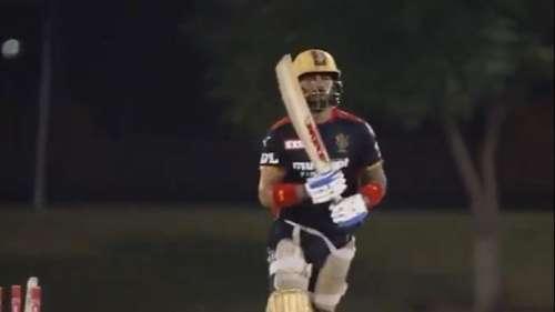 IPL 2021: RCB के कप्तान Kohli ने किया टीम कैंप ज्वाइन, विराट से मिलकर खुश नजर आए एबी डी विलियर्स