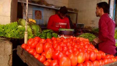 Tomato, onion prices rise sharply on high fuel rates, crop damages
