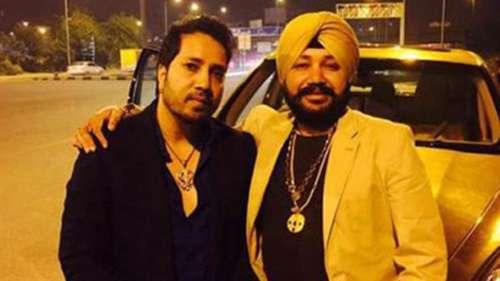 Watch:Kapil Sharma, Mika Singh enjoy lavish dinner with singerDaler Mehndi