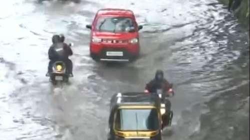 Rainfall In Mumbai: मुंबई में भारी बारिश से लोकल ट्रेन सेवा पर असर , IMD ने जारी किया रेड अलर्ट