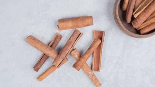 Side effects of Cinnamon: फायदों के साथ साइडइफेक्ट भी देती है दालचीनी, जानिये कितनी मात्रा लेना है सही