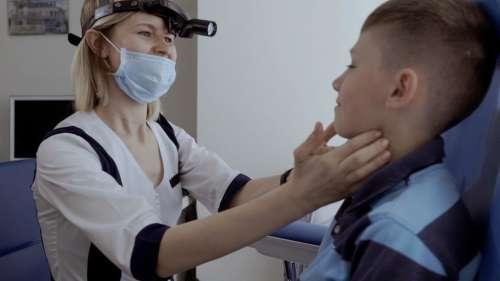 Thyroid Problem: থাইরয়েডের সমস্যায় ভুগছেন? কোন খাবার বন্ধ করতে হবে জেনে নিন