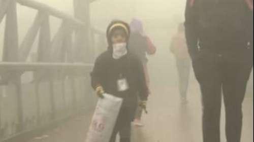 दिल्ली-NCR परकोहरे और प्रदूषण का डबल अटैक, AQI लेवल 500 के पार
